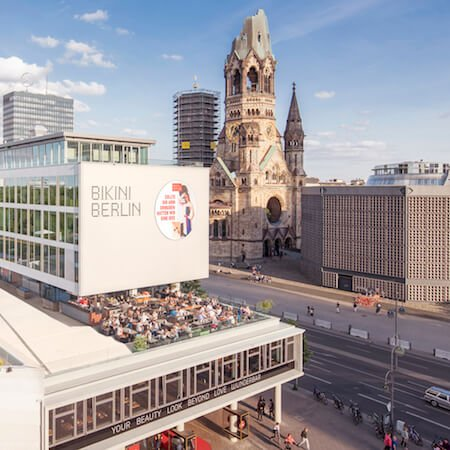 Shopping-Center Bikini Berlin vor Gedächtniskirche in Charlottenburg